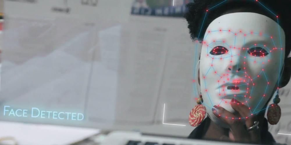 Coded Bias: il Far West delle intelligenze artificiali